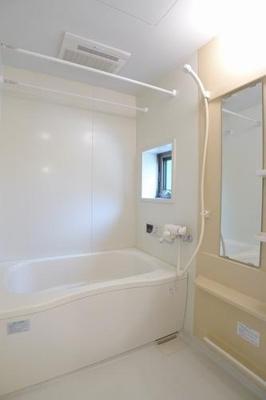 追い焚き機能、浴室乾燥機付きです。※実際の間取りは反転となります。