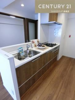 システムキッチン新調。 食洗機も完備され家事の時短に手荒れの悩みも解決ですね。