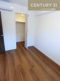 約4.7帖の洋室にもクローゼットを完備しています。