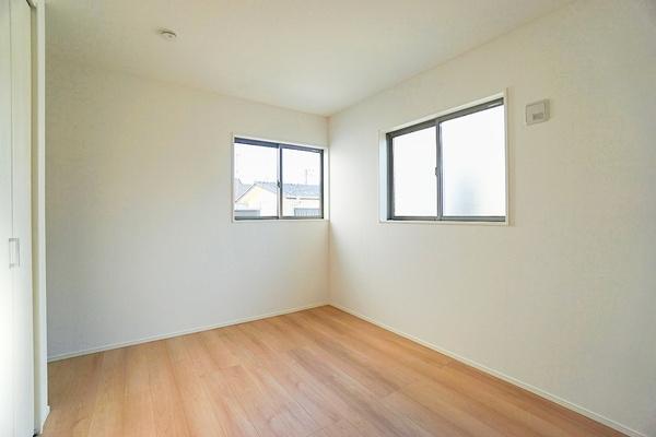同仕様な洋室です。 クローゼットもあってお部屋を広く使えます♪