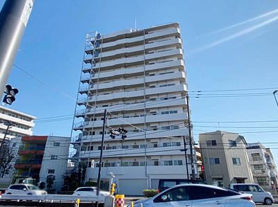 鉄骨コンクリート造13階建てのマンションです。