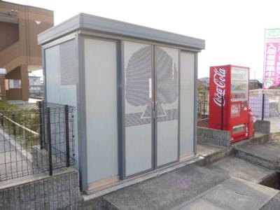 ゴミステーション横には自動販売機有りです(^v^)