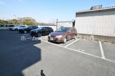 【駐車場】シャトーレイクルイーズ
