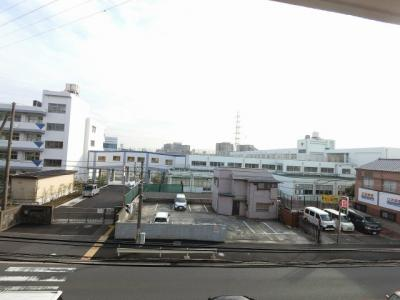 3階部分からの眺望です。 前面に遮る建物がなく開放感がございます。