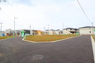グランファミーロ八千代緑が丘L 土地 八千代緑が丘駅 前面6mの公道で建物の設計プランにもよりますが、カースペース2台の駐車も楽々です!車のすれ違いも安心してできる道路です♪