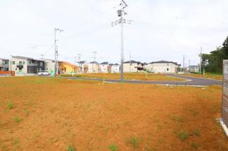 グランファミーロ八千代緑が丘L 土地 八千代緑が丘駅 閑静な住宅街にあり、全面道路の6メートルと広いので、お子様を安心して遊ばせられます。