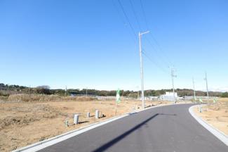 グランファミーロ八千代緑が丘M 分譲地内道路6mございますので駐車にも困りません!