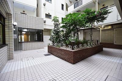 中古ながらも綺麗な室内と魅力的な住環境のマンションです。