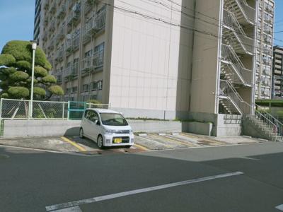 マンションの駐車場です♪