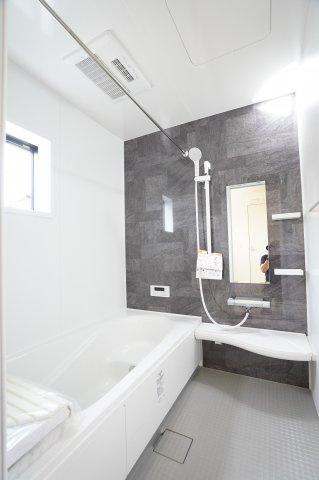 広々とした浴槽でバスタイムを楽しみたいですね。