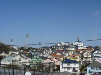 屋上から、三ツ沢球戯場も見えます。