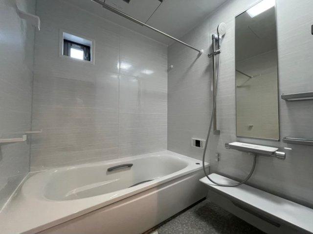 ウォークインクローゼットがあればお部屋を広々使うことができますね♪ (当社施工例)