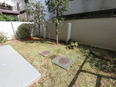 58.66平米のL字型の専用庭です。