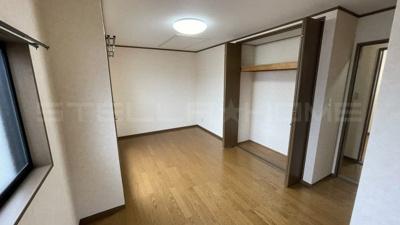 バルコニーもある洋室です。