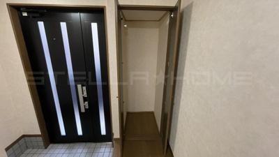 玄関横の便利な収納スペースです。