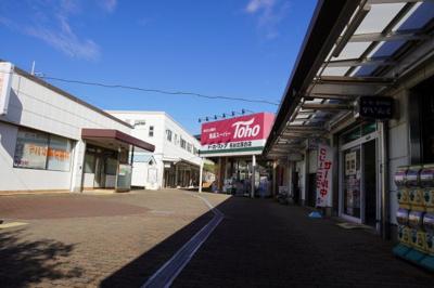 スーパーマーケットを中心とした商店街