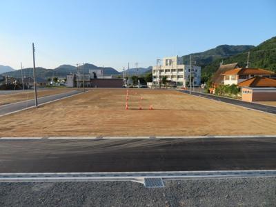 分譲地内道路南側より撮影(7月27日現在)