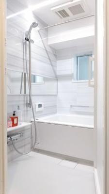 浴槽に浸かって一日の疲れが癒せるバスルームです。