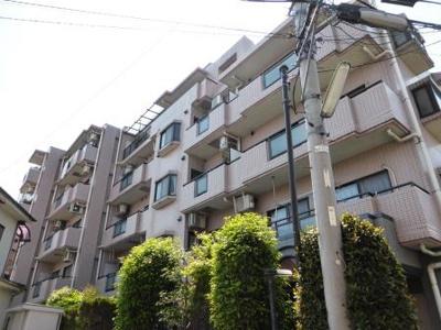 世田谷区鎌田2丁目、閑静な住宅街にあります。