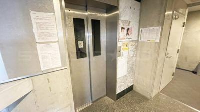 エントランスのエレベーターです。