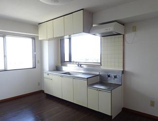 【キッチン】《高稼働!12.2%!》水戸市松が丘2丁目一棟マンション