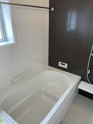 1坪タイプのゆったりした浴室です。