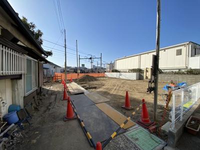 【前面道路含む現地写真】西谷駅から平坦、徒歩7分。全棟LDK15帖以上、南向きにつき陽当り良好♪保土ヶ谷区西谷町 全3棟新築戸建て