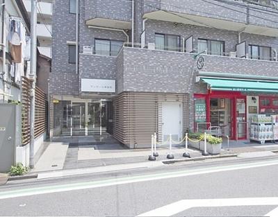 近隣にはコンビニなどの商業施設が揃い、生活環境良好です。