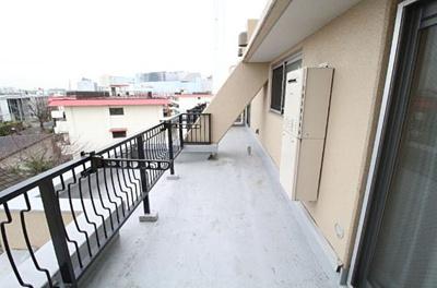 4階部分の角住戸につき、日当たり・眺望良好です。