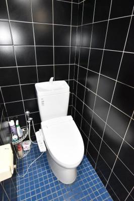 ご安心ください。共用トイレではありません。専用トイレ付きの事務所です。