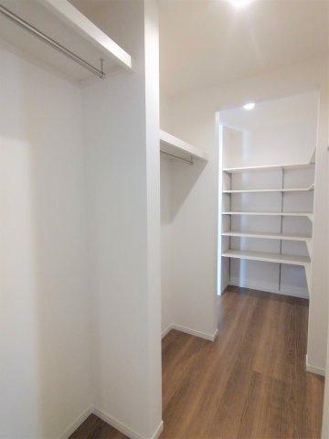 クローゼットの扉が無いので自然と片付けの意識が高まります。家具の配置もしやすい撮影:2021.09.13