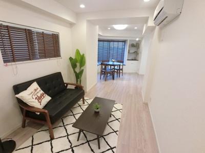 15.2帖のリビングは窓があり採光・風通し◎ ダイニングテーブルやソファー、ローテーブルなどの家具もしっかりと配置できます。