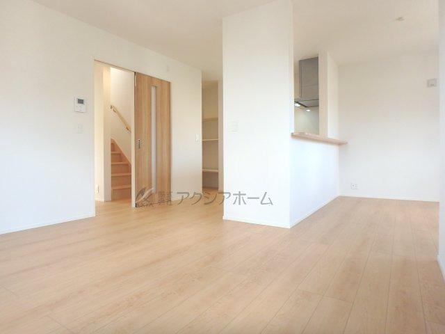 対面式カウンターキッチンで空間を広く利用できます