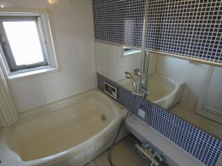 エクストール世田谷千歳 新規設置、お風呂に窓があるので換気に便利です。