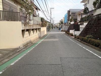 【前面道路含む現地写真】東急田園都市線「鷺沼」駅 建築条件なし 土地