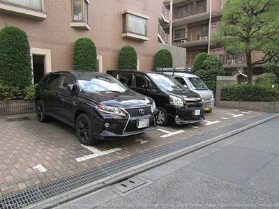 駐車場の空き状況等、詳細についてはお問い合わせ下さい。