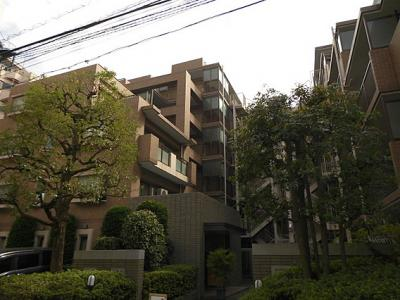 鉄筋コンクリート造6階建てのマンション。