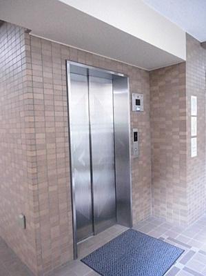 エレベーターございます。お荷物を持ったままでも移動スムーズ。