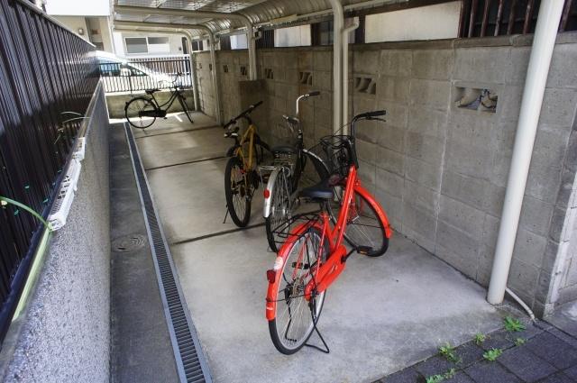うれしい屋根付きの自転車置き場です。