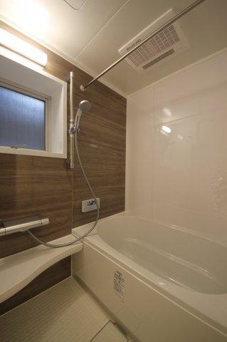 リフォーム済みのお風呂は一日の疲れをサッパリ洗い流してくれます♪浴室乾燥機付きのお風呂は急な雨の日のお洗濯には大助かり!
