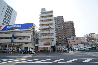 都営新宿線大島駅前の丸八通り沿い♪夜も安心帰宅!