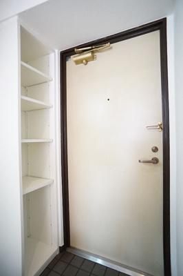 玄関にはゆとりのシューズBOX♪