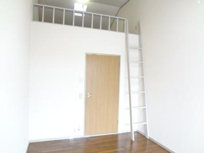 同じ間取りの違う部屋の写真です。 ロフトがございます