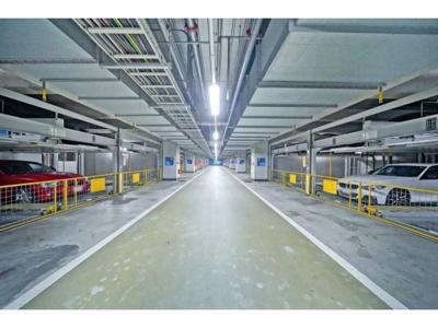 地下には駐車場もございます。空き状況等は確認が必要です。