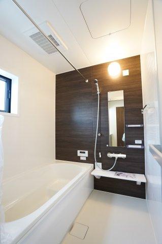 1坪タイプの浴室換気乾燥機つきのお風呂です。広くゆったりしたお風呂で毎日のバスタイムが楽しくなりそうですね。
