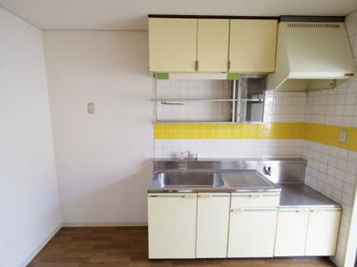 【参考写真】広めの冷蔵庫が置けます