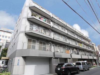 六本木ヒルズや東京ミッドタウンなど都心ランドマークが生活圏。