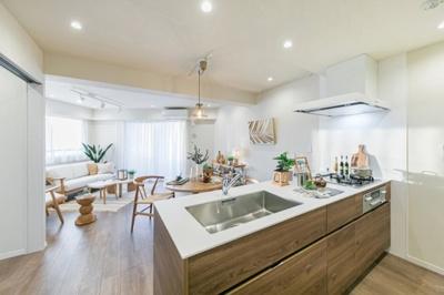 家事をしながら家族の様子も窺える対面キッチン