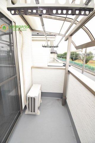 人気が高い屋根付きバルコニー♪天候を気にせず洗濯物を干せます(*^^)v