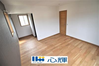 明るさを基調とした部屋は、光を反射するので部屋を明るく美しく見せる効果もあります。